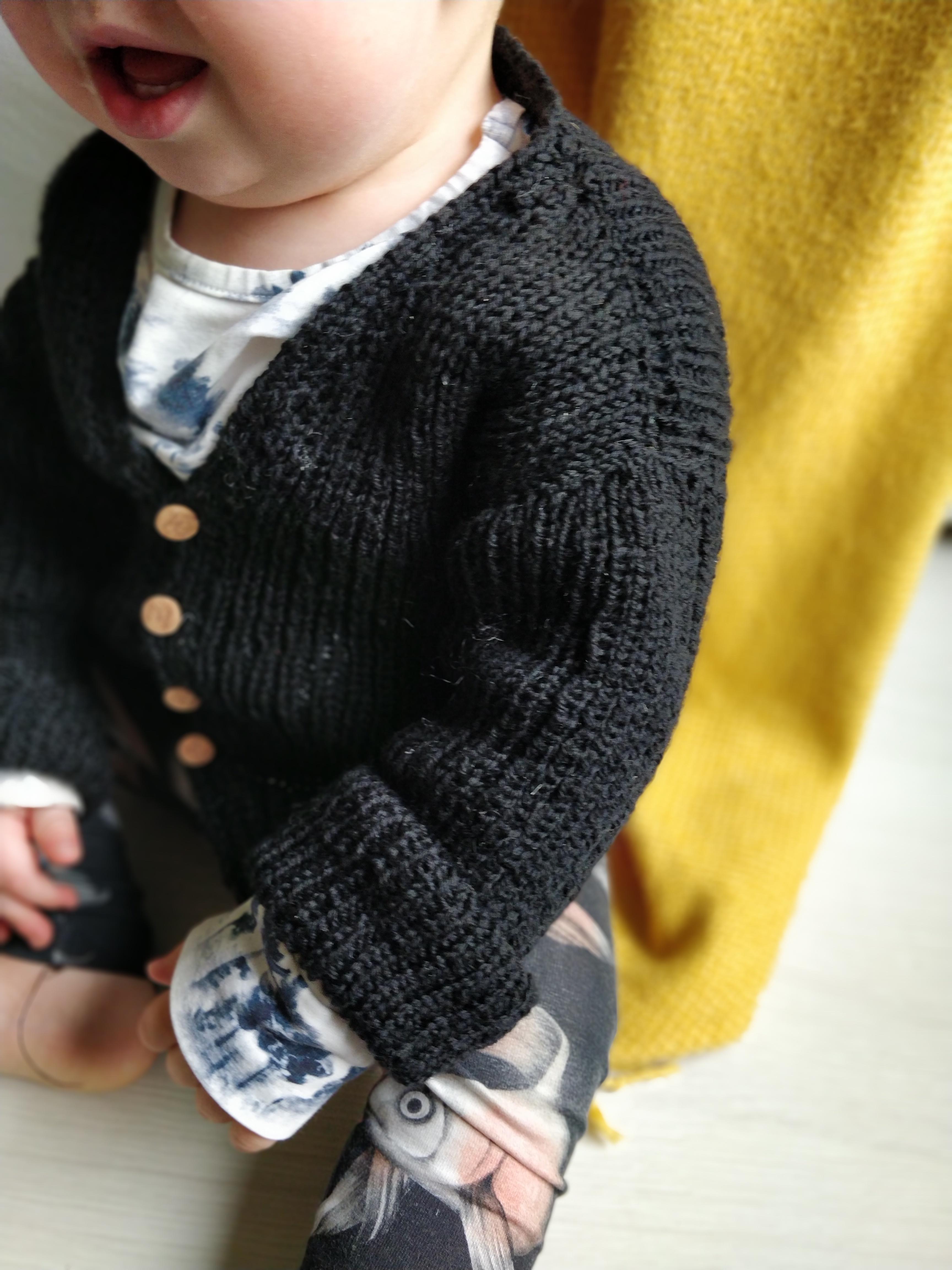 mistä saisi vauvalle neuleita kun ei itseosaa neuloa, villatakki, neulehaalarit, sukat, lakki